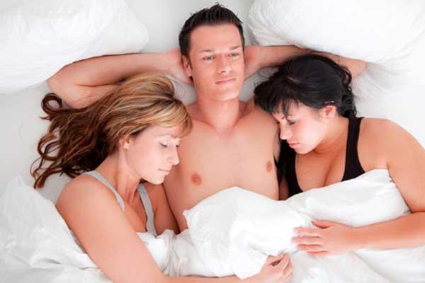 trío con una casada infiel